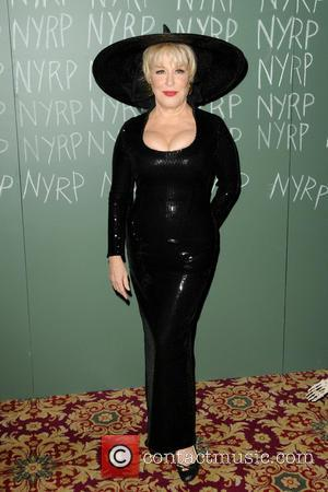 Bette Midler - New York Restoration Projects' 19th Annual Halloween Gala: 'Fellini Hulaweeni' - Arrivals - New York City, New...