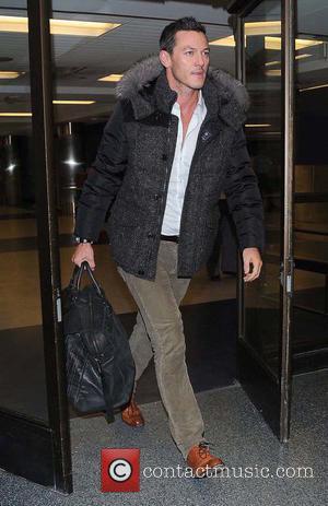 Luke Evans - Luke Evans arrives at Los Angeles International (LAX) airport - Los Angeles, California, United States - Saturday...