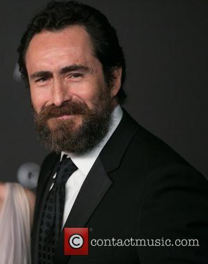 Demian Bichir Shows Support For Missing Ayotzinapa Students