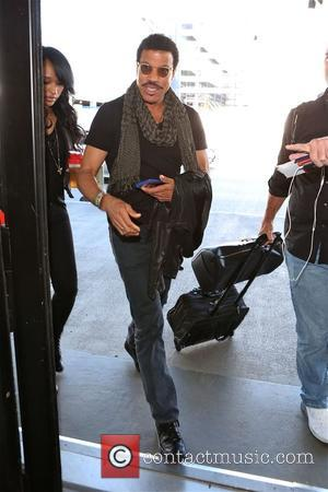 Lionel Richie - Lionel Richie at Los Angeles International Airport (LAX) - Los Angeles, California, United States - Monday 3rd...