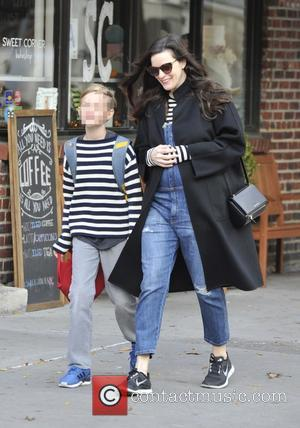 Liv Tyler and Milo William Langdon - Pregnant Liv Tyler walking her son, Milo to school in Manhattan - Manhattan,...