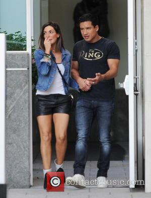 Mario Lopez and Courtney Mazza - Mario Lopez spotted out holding hands with his wife Courtney Mazza - Beverly Hills,...