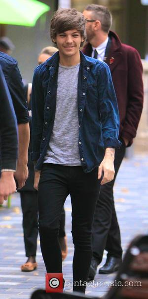 Louis Tomlinson - A happy Louis Tomlinson from One Direction goes for a walk around the West End of London...