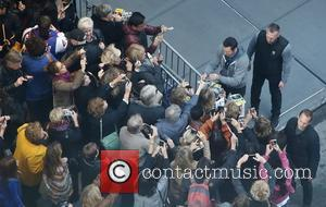 Hugh Jackman - Hugh Jackman greets fans after the Broadway matinee of his new show 'The River' at the Circle...