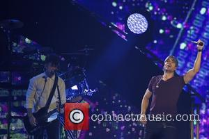 Enrique Iglesias Is A Triple Winner At Latin Grammys