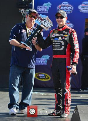 Jeff Gordon and driver of the #24 Drive To End Hunger Chevrolet - Shots of the pre-race build up to...