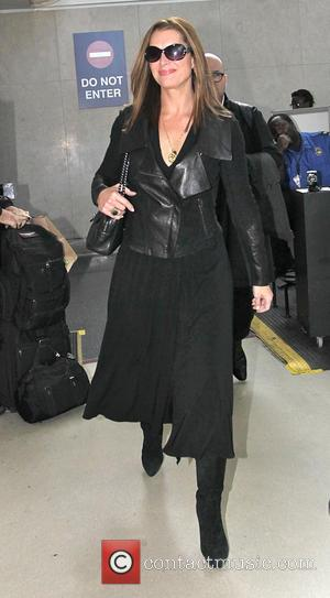 Brooke Shields - Brooke Shields arrives at Los Angeles International Airport (LAX) dressed in black - Los Angeles, California, United...