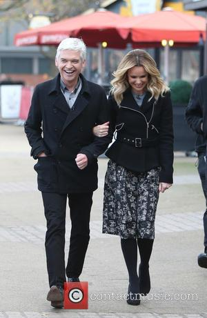 Amanda Holden and Phillip Schofield - Amanda Holden and Phillip Schofield filming This Morning on the Southbank - London, United...