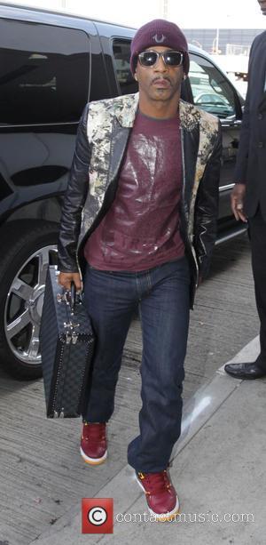 Katt Williams - Comedian Katt Williams departs Los Angeles International Airport (LAX) wearing co-ordinated mauve sneakers, t-shirt and beanie cap...