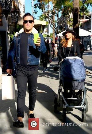 Robbie Williams and Ayda Field - Robbie Williams spotted out with his wife Ayda Field Beverly Hills - Beverly Hills,...