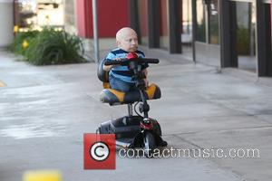Verne Troyer - Verne Troyer gets money out of an ATM by climbing on his motor scooter - Los Angeles,...