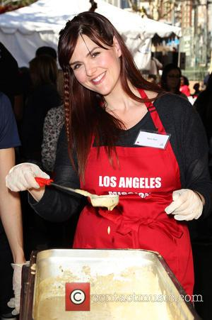 Sara Rue - Photographs from LA Mission's Annual Thanksgiving for the Homeless which stars attend to help feed homeless people...