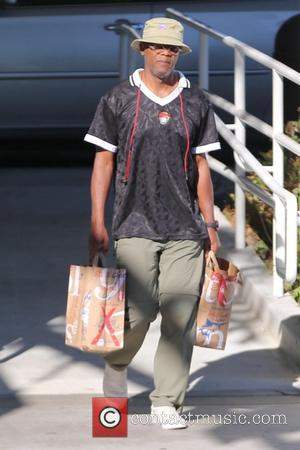 Samuel L Jackson - Samuel L. Jackson shops for groceries for Thanksgiving at Bristol Farms at Beverly Hills, Bristol Farms...