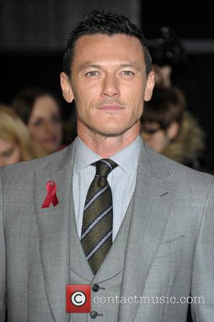 Luke Evans - 'The Hobbit: The Battle of the Five Armies' world premiere - Arrivals at Odeon Leicester Square -...