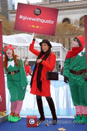 Rosario Dawson - Shots of American actress Rosario Dawson along with 100 elves as they spread some holiday cheer in...