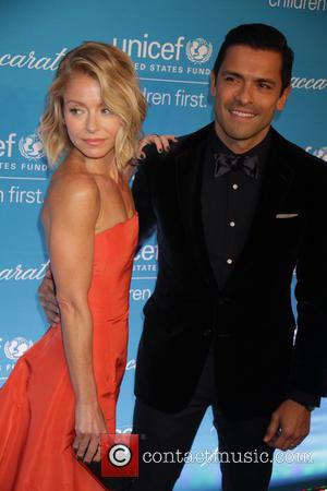 Kelly Ripa and Mark Conseulos - Shots of a variety of stars as they arrived at the 10th Annual Unicef...
