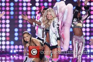Ariana Grande - Ariana Grande tweets 'a Victoria's Secret angel accidentally smacked me in the face with her wings and...