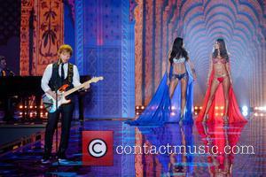 Ed Sheeran, Adriana Lima and Alessandra Ambrosio