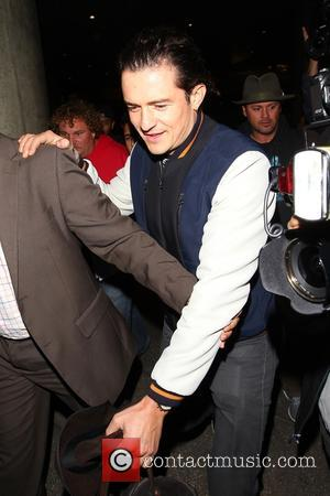 Orlando Bloom - Orlando Bloom is surrounded by fans as he arrives at LAX airport - Los Angeles, California, United...