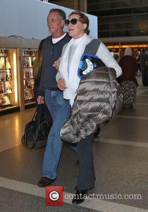 Julie Andrews - Julie Andrews arrives at Los Angeles International (LAX) airport - Los Angeles, California, United States - Saturday...
