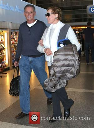 Julie Andrews - Julie Andrews arrives at Los Angeles International (LAX) airport - Los Angeles, California, United States - Saturday...