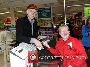 Bob Geldof - Bob Geldof at the Asda Trafford Park store in Manchester to buy the first Band Aid 30...