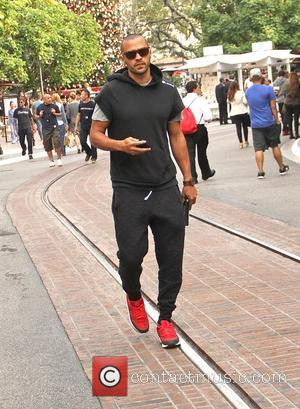 Jesse Williams - Grey's Anatomy star, Jesse Williams goes shopping at The Grove in Hollywood - Los Angeles, California, United...