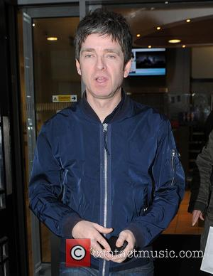 "Noel Gallagher Attacks Modern Bands For Being ""Scared Of Social Media"""