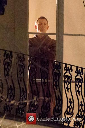 James Bond To Return To Drinking Martinis In 'Spectre'