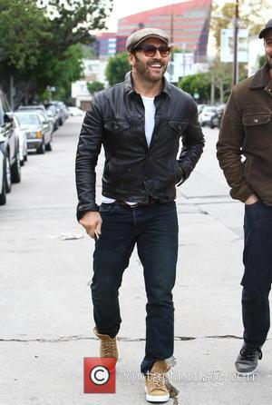 Jeremy Piven - Jeremy Piven out and about in Melrose Avenue wearing an close fitting italian leather jacket and canvas...