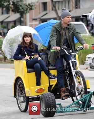Zooey Deschanel - Zooey Deschanel filming a new episode of the hit FOX tv show 'New Girl'  on a...