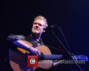 Glen Hansard Performs Tribute Outside David Bowie's Apartment