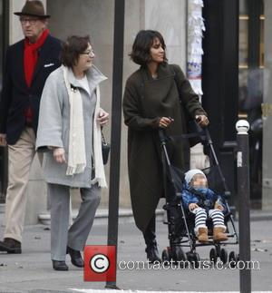 Halle Berry, Olivier Martinez and Maceo Martinez - Halle Berry and Olivier Martinez take their son Maceo for a stroll...