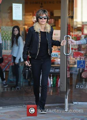 Lisa Rinna - Lisa Rinna spotted shopping at Paper Source wearing a jacket with a fur collar - Los Angeles,...