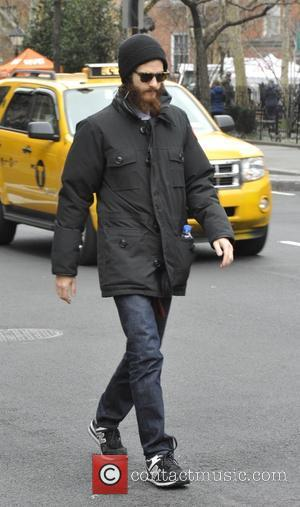 Andrew Garfield - Andrew Garfield takes a lone stroll in New York - Manhattan, New York, United States - Saturday...