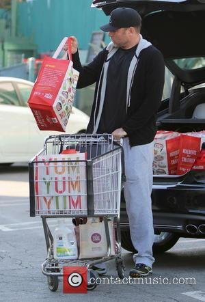 Liev Schreiber - Naomi Watts and Liev Schreiber shop for groceries in Brentwood with their two sons - Los Angeles,...