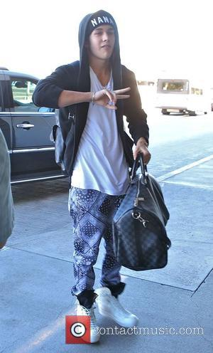 Austin Mahone - Austin Mahone arrives at Los Angeles International (LAX) airport - Los Angeles, California, United States - Wednesday...