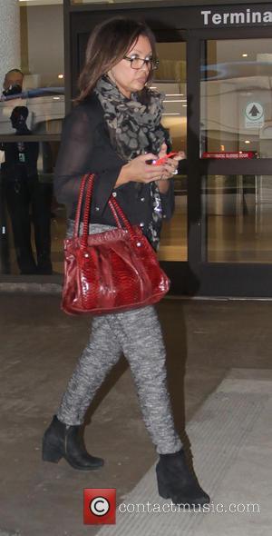 Vanessa Williams - Vanessa Williams arrives at Los Angeles International Airport (LAX) - Los Angeles, California, United States - Monday...