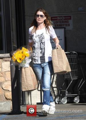 Ellen Pompeo - Ellen Pompeo goes shopping for groceries and a bunch of flowers at Gelson's in Los Feliz at...