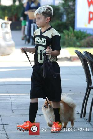 Kingston Rossdale - Gavin Rossdale takes his three sons to a Sushi restaurant for lunch in Studio City accompanied by...