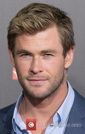 Chris Hemsworth Flexes His Comedy Muscles On Saturday Night Live