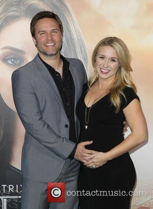 Actor Scott Porter Is A New Dad