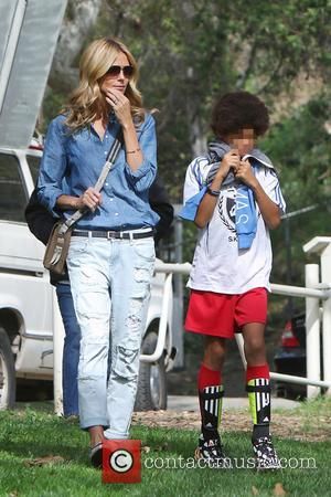 Heidi Klum and Henry Samuel - Heidi Klum and Seal watch their kids play soccer in Brentwood - Los Angeles,...