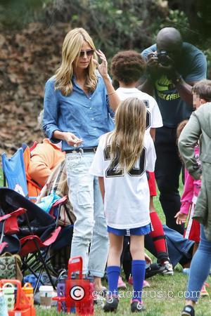 Heidi Klum and Leni Klum - Heidi Klum and Seal watch their kids play soccer in Brentwood - Los Angeles,...