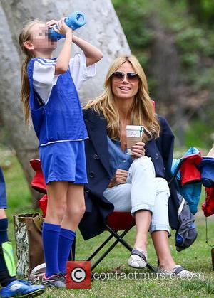 Heidi Klum and Leni Samuel - Heidi Klum and Seal watch their kids play soccer in Brentwood - Los Angeles,...