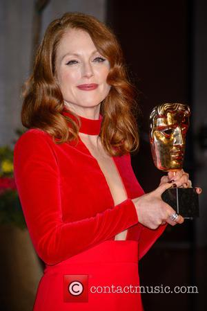 Julianne Moore To Land Soccer Season Ticket If She Wins An Oscar