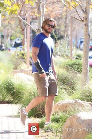 Liam Hemsworth - Liam Hemsworth spotted leaving Urban Outfitters in Malibu at Urban Outfitters - Malibu, California, United States -...