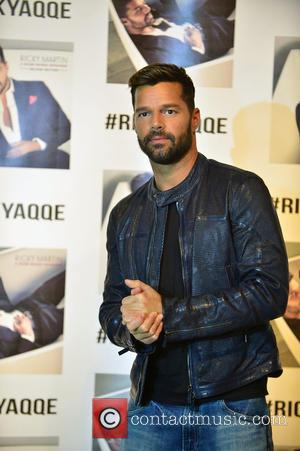 Ricky Martin - Ricky Martin meets and greets fans at BrandsMart USA signing his new CD
