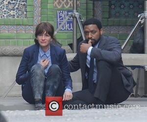 Julia Roberts and Chiwetel Ejiofor - Shots from the set of 'The Secret in Their Eyes' as actress Julia Roberts...