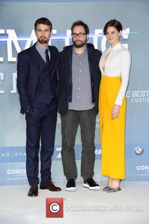 Theo James, Robert Schwentke and Shailene Woodley